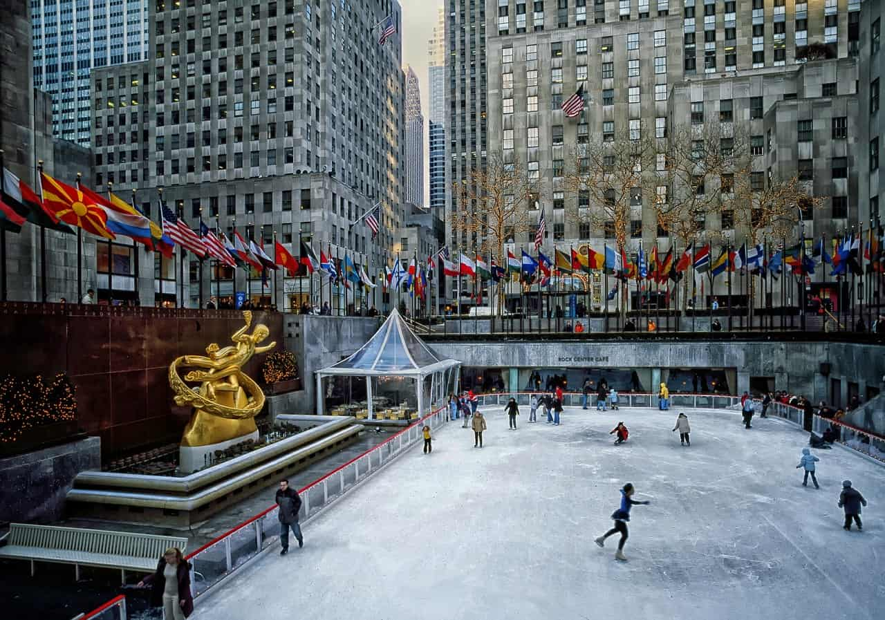 rockefeller-plaza-iceskate-ring-winter