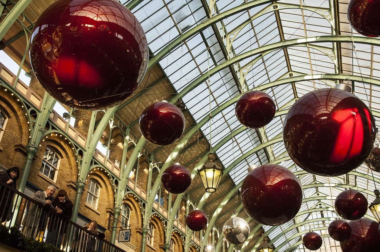 christmas-decorations-london-uk-england - useful tips for London