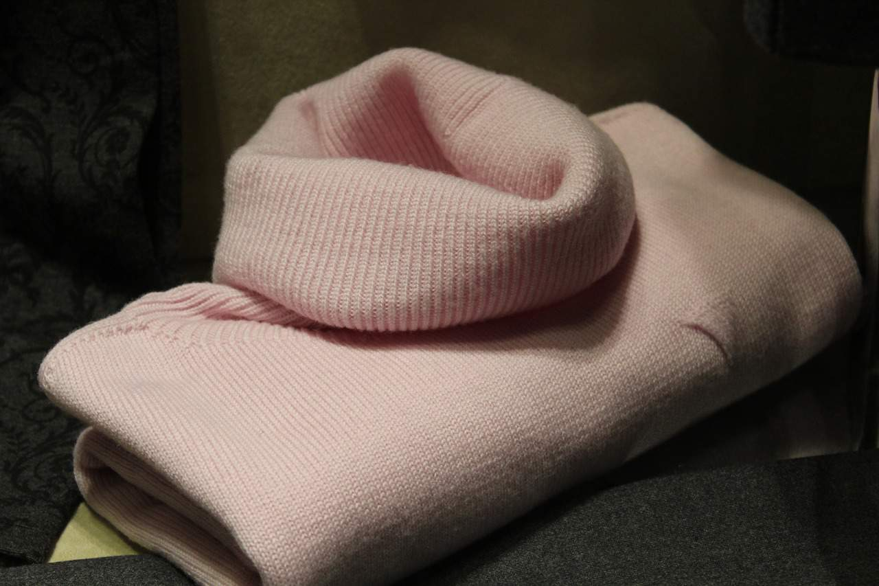 sweater-1222876_1280