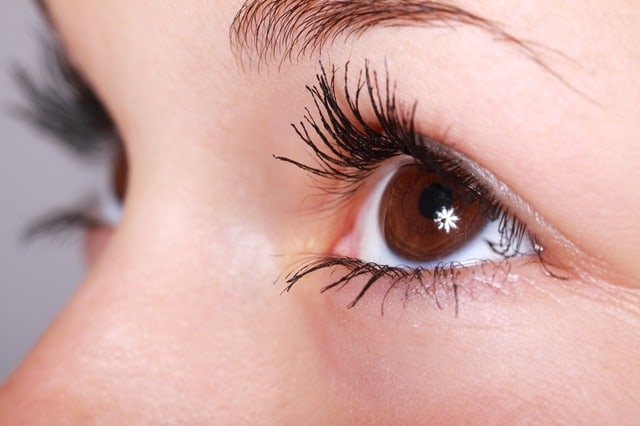 How To Nurture Your Eyelashes When Traveling Long Distances?