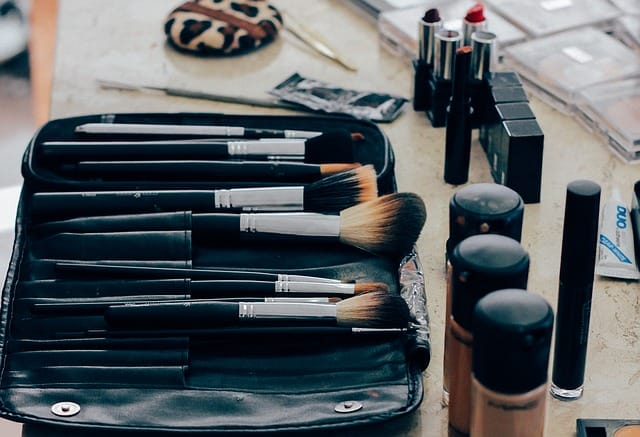 The Perfect Makeup Kit that Professionals Carry Around