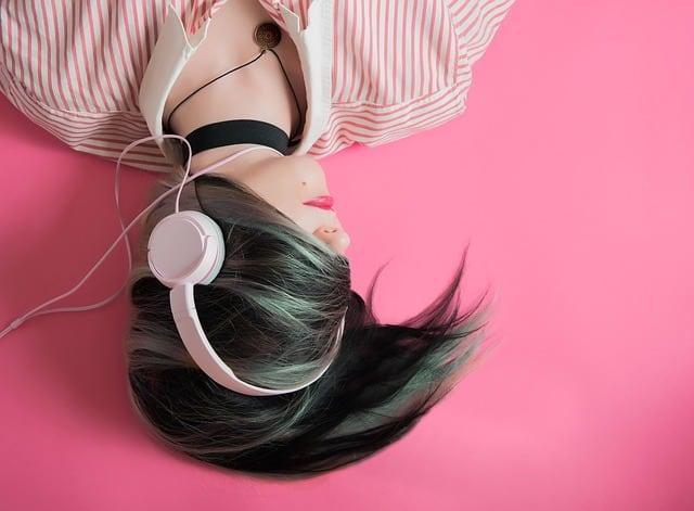 travel-lifestyle-headphones