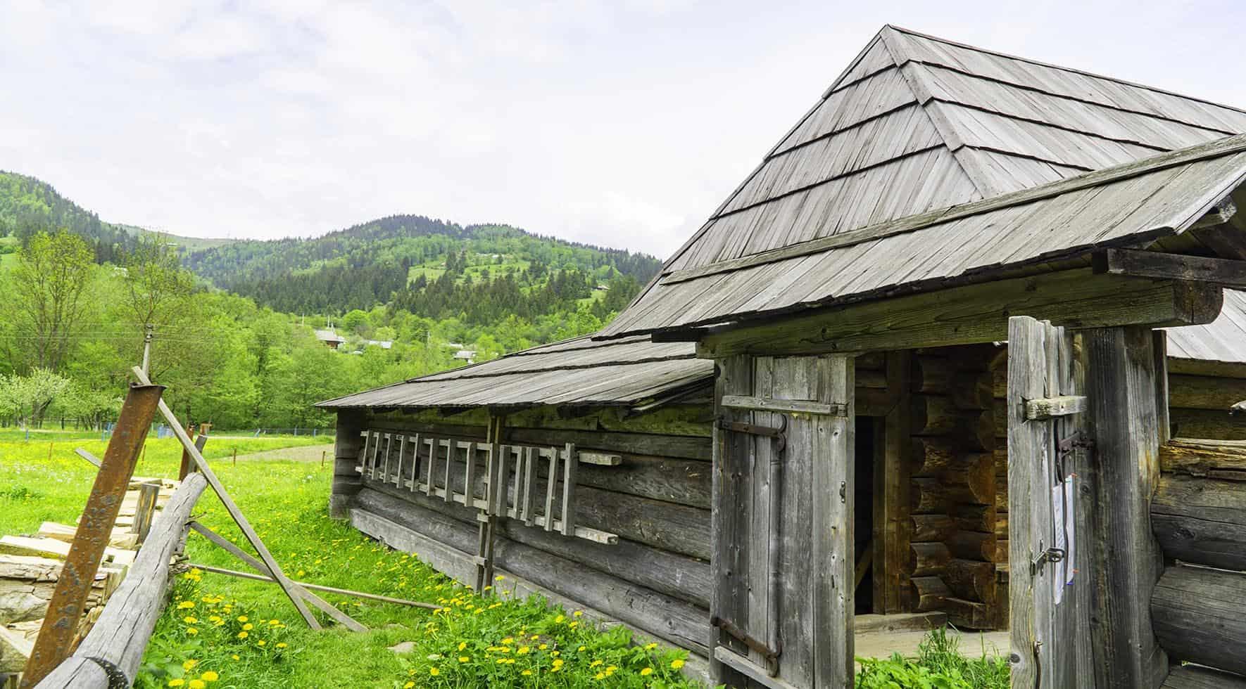 Hutsul museum ukraine / Kryvorivnia Hutsul village