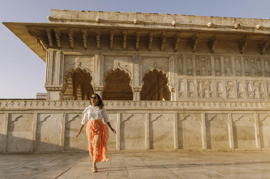 latina travel blogger at Agra Fort - New Yorker in India