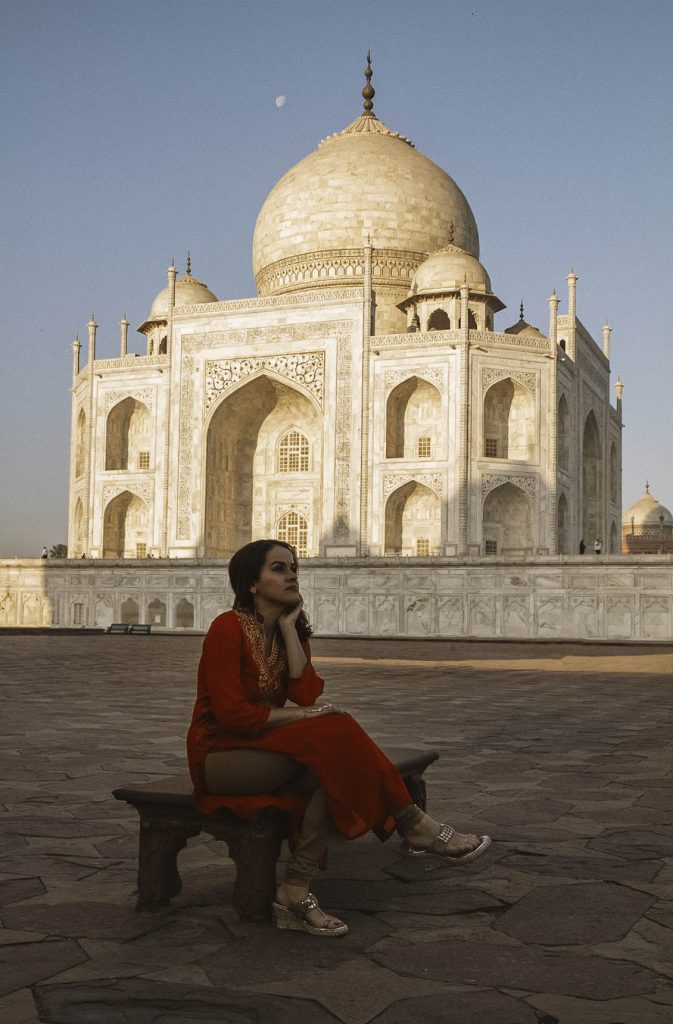 A Latina traveling around India - latinas who travel abroad - visiting the taj mahal travel tips