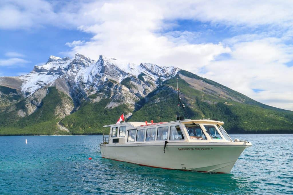 Lake_Minnewanka_Boat_Cruise_Banff_Canada