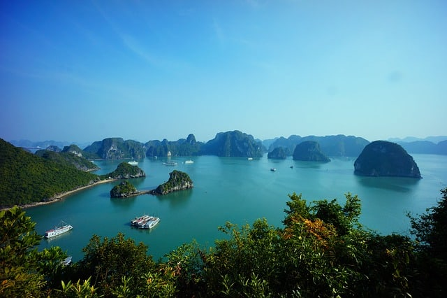 halong-bay-vietnam-millennials-travel