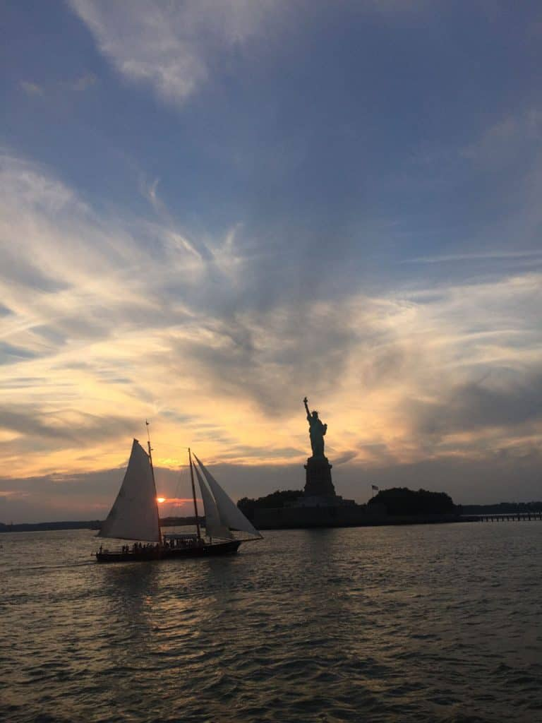 cruising around Manhattan - Statue of Liberty in New York City - Dreamsinheels