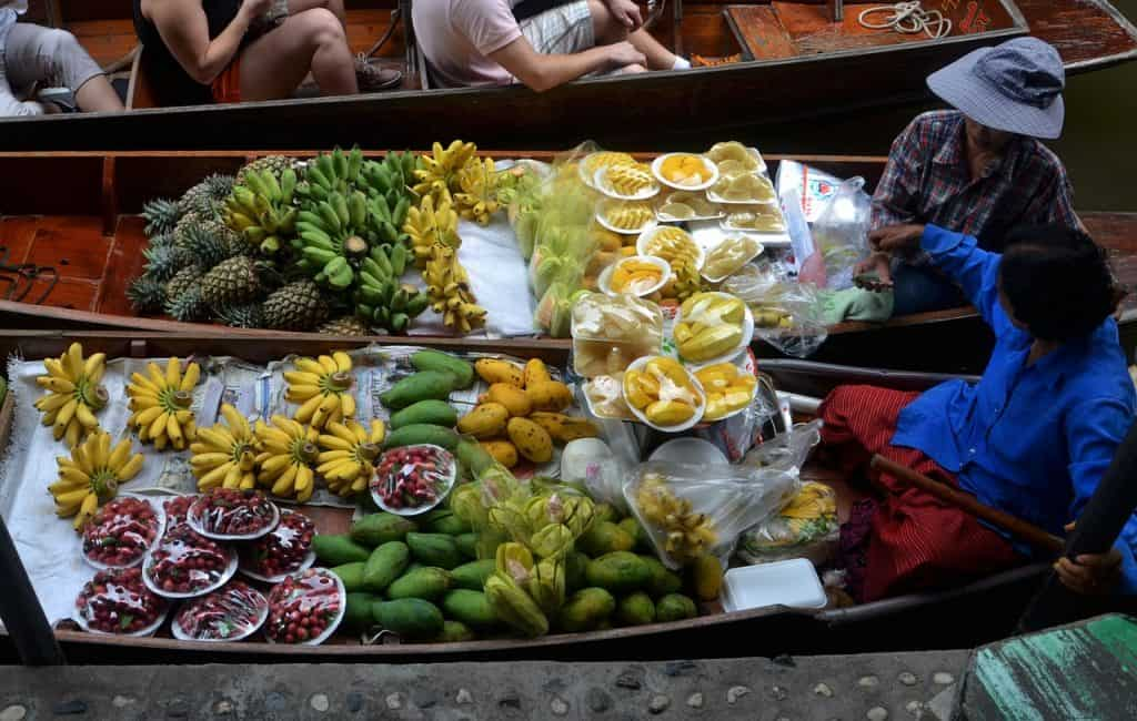 make healthy choices on the road - eating habits while traveling
