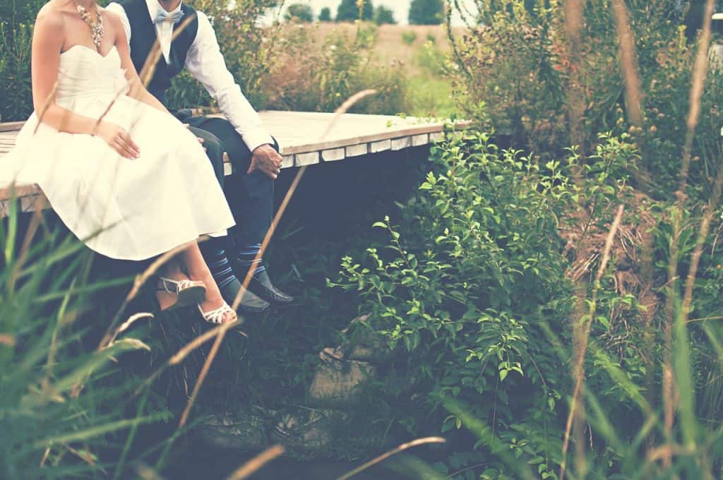 bride-and-groom-destination-wedding-checklist