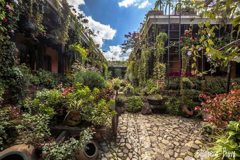 courtyard in antigua guatemala