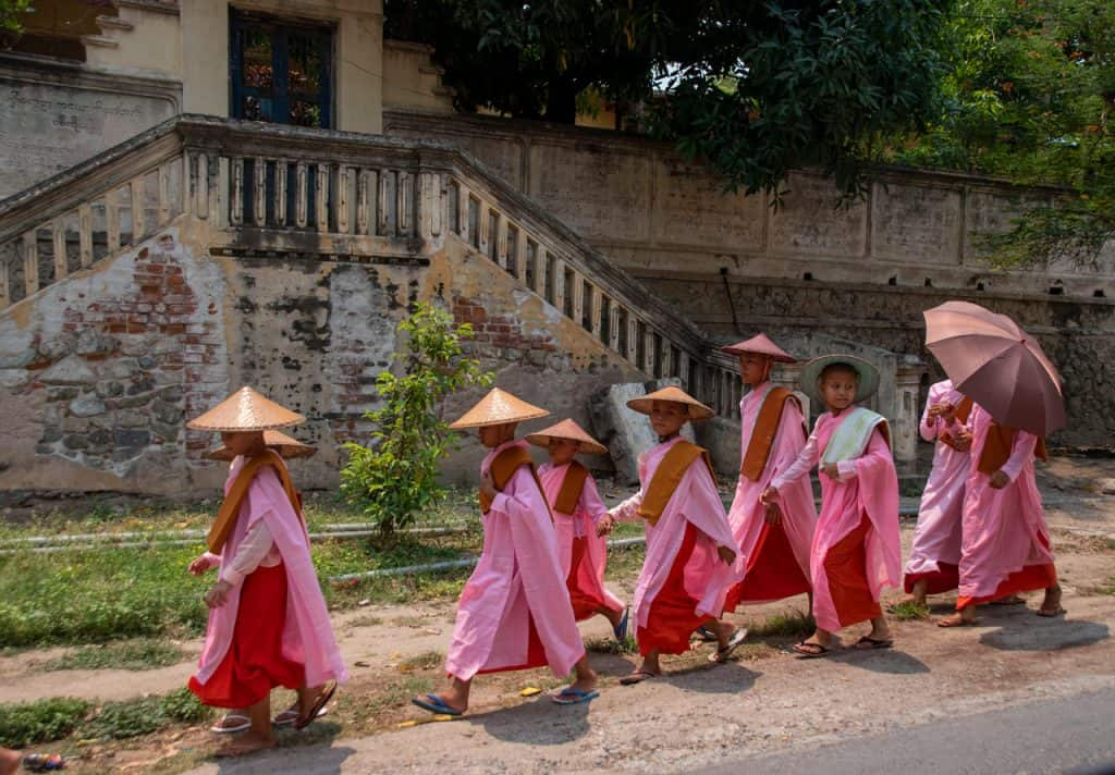 girls monks Myanmar Burma - Dreamsinheels