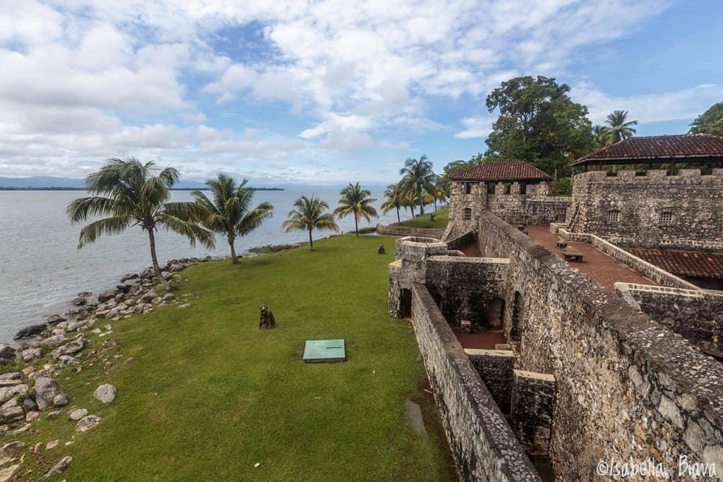 old-castillo-de-san-felipe-castle-rio-dulce-guatemala