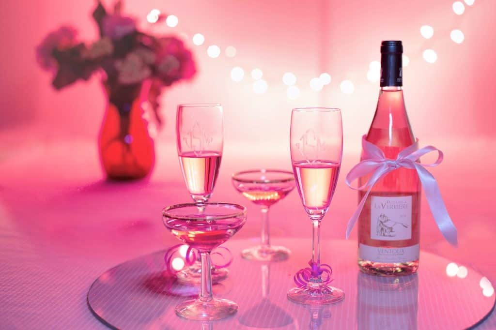 pink-wine-vendors-tips-for-a-destination-wedding