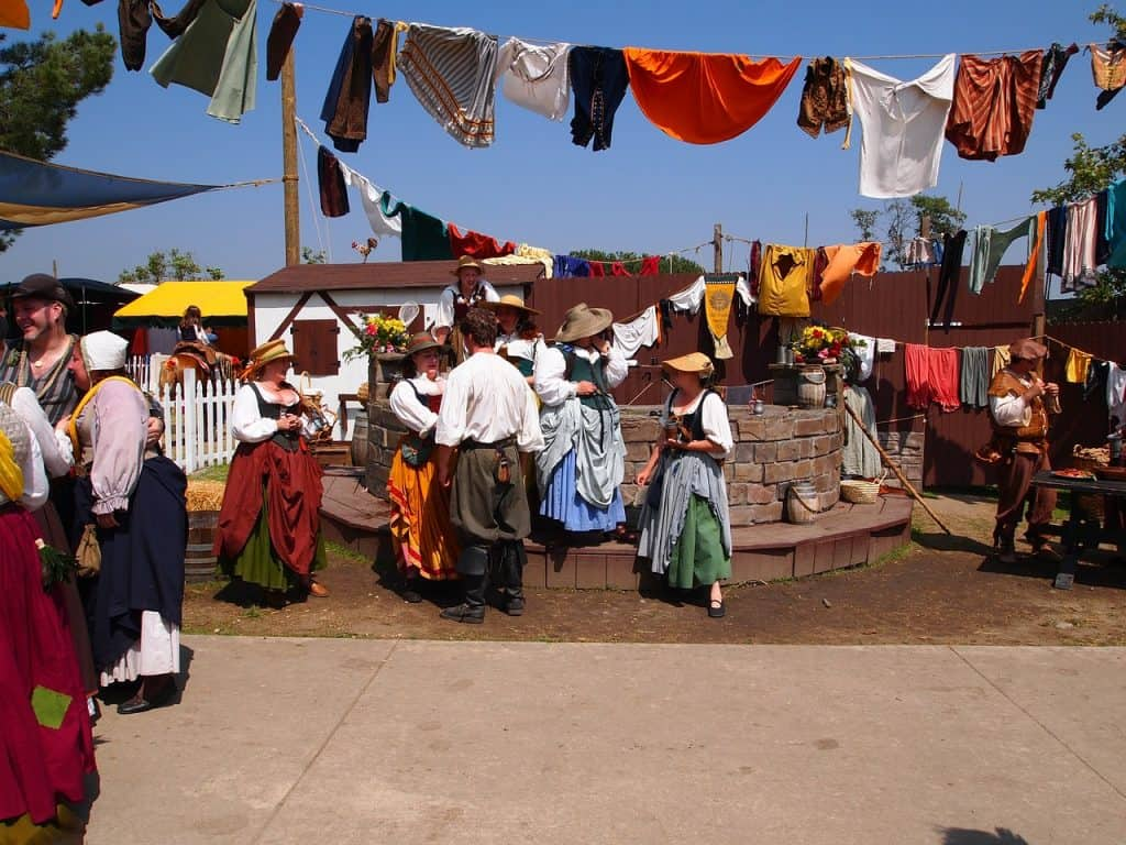 renaissance-faire-costumes-outfits