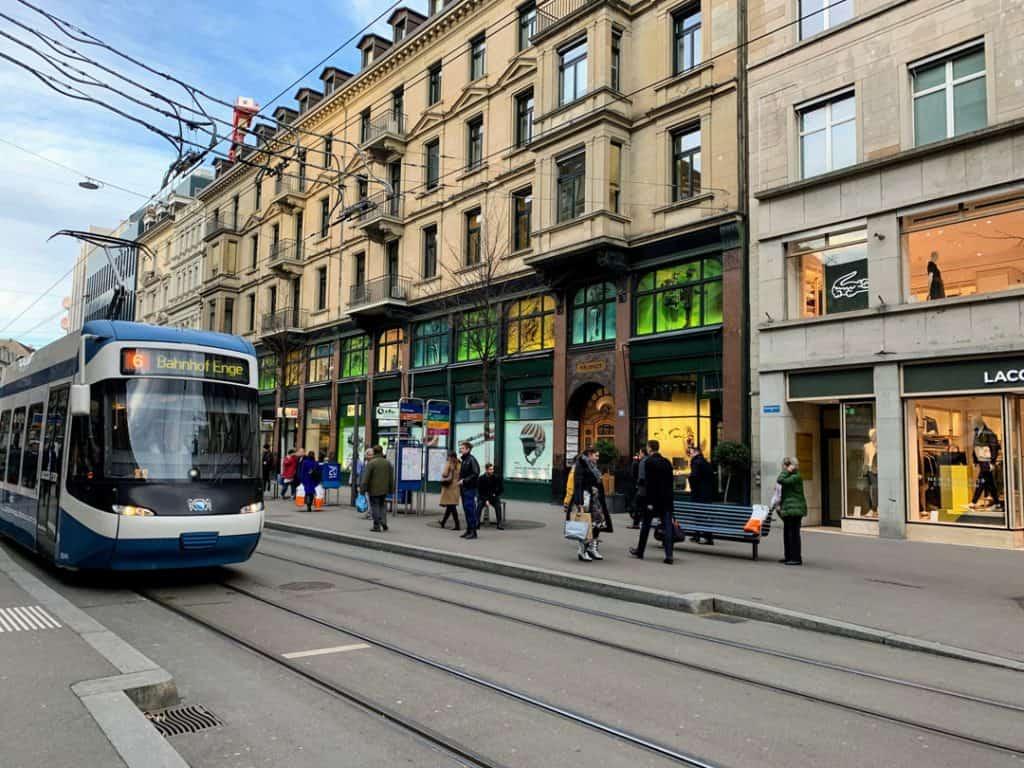 2-bahnhofstrasse-shopping-zurich