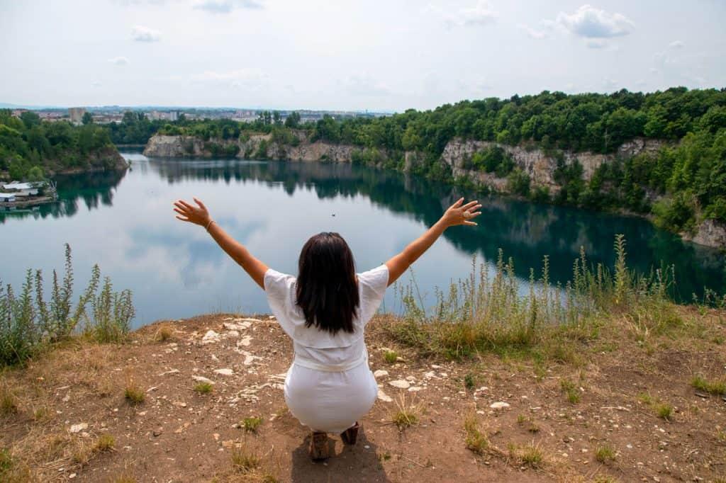 Lake-Hands-Up-Zakrzówek-Krakow-Poland-Dreamsinheels