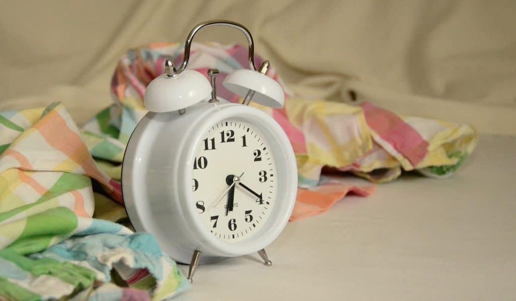 alarm-clock-sleep-patterns-jet-lag
