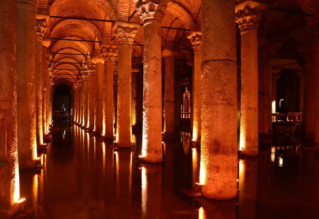basilica-cistern-istanbul-itinerary-turkey-Yerebatan-Sarnici