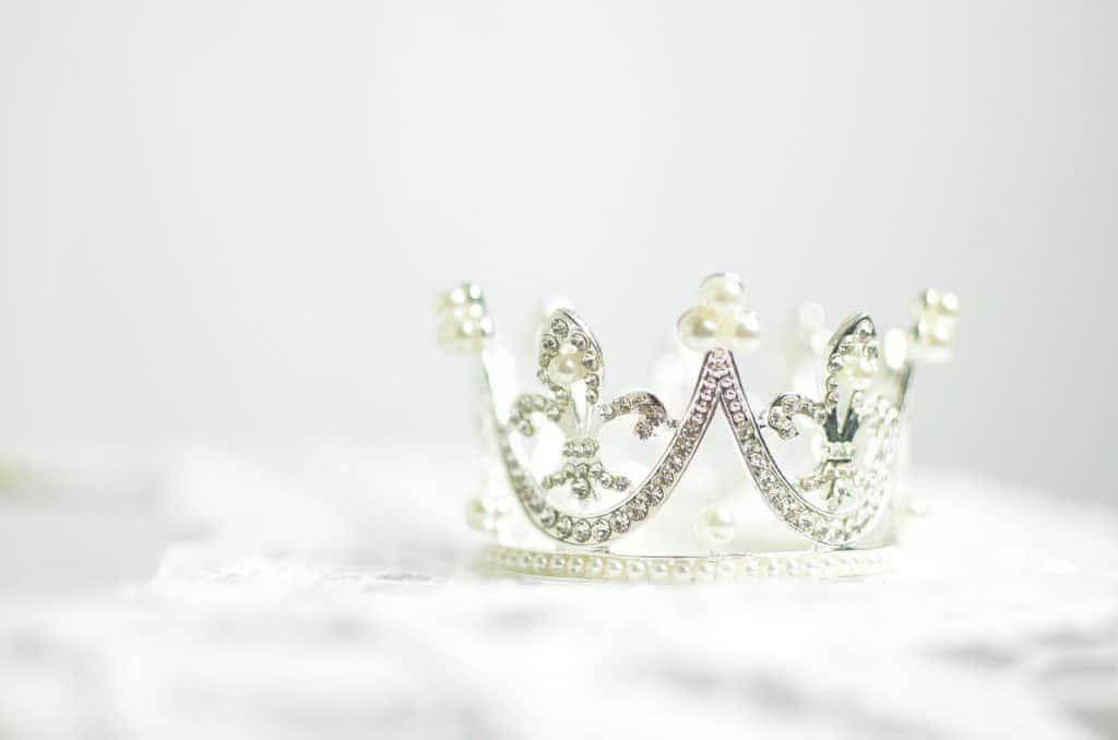 crown-tiara-jewelry-guide
