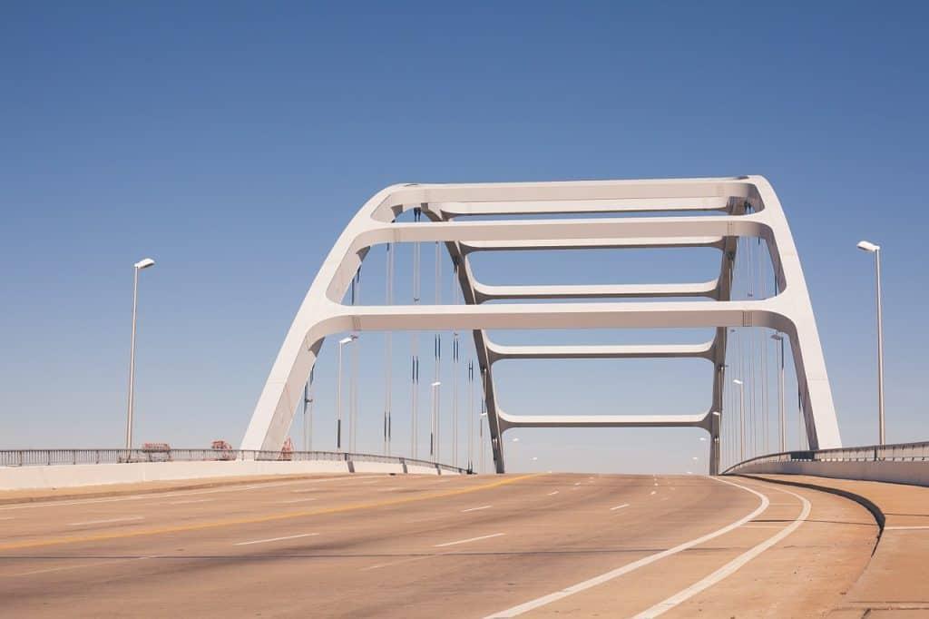 suspension-bridge-nashville-tn-usa
