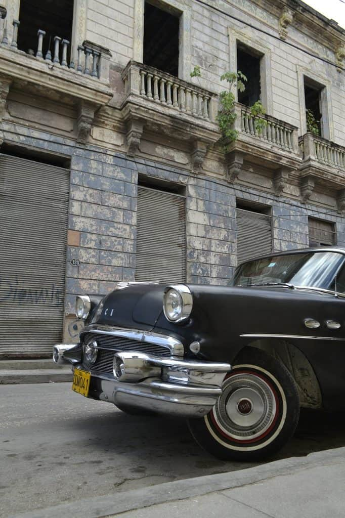 holguin-cuba-classic-car