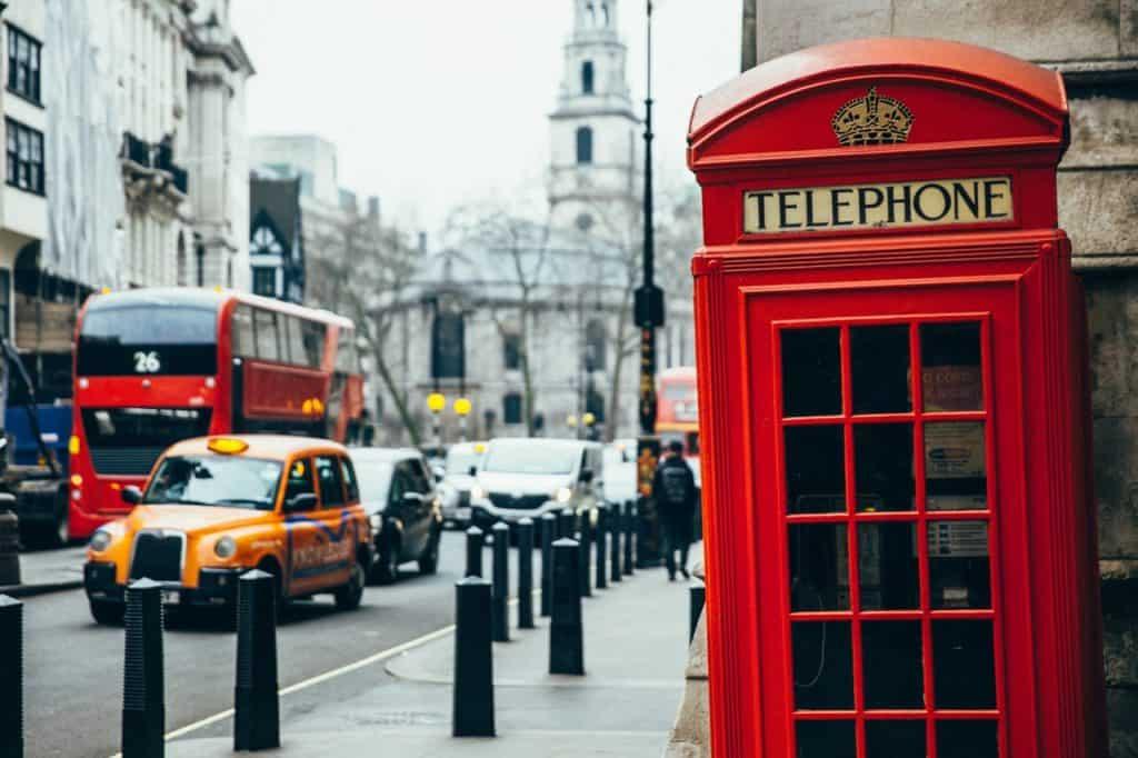 telephone-booth-london-neighborhoods-travel