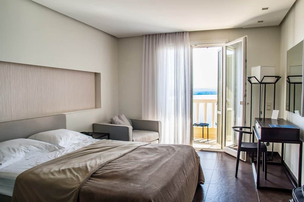 travel-accommodations-room